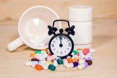 Neem op tijd geneeskunde Stock Afbeelding