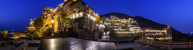 Neemrana堡垒宫殿,拉贾斯坦,印度夜全景  库存照片