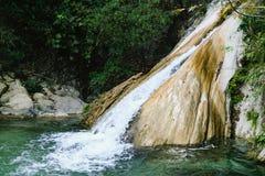 Neergarh瀑布-近著名旅游地方瑞诗凯诗 免版税图库摄影
