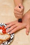Neergestoken hand met een vork Stock Foto's
