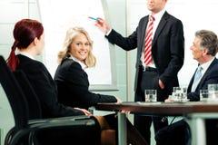 Negócio - apresentação dentro de uma equipe foto de stock royalty free