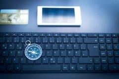 Negócio da Web: com teclado, compasso, cartão de crédito e smartphone fotografia de stock