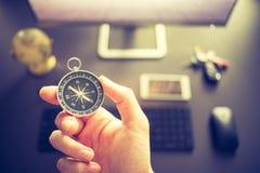 Negócio da Web: compasso no primeiro plano fotos de stock