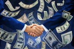 Negócio de América do aperto de mão do dinheiro imagem de stock