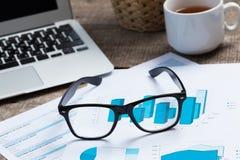Negócio de exibição e relatório financeiro Fotografia de Stock