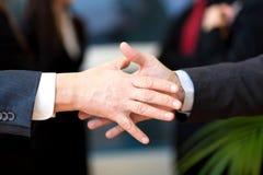 Negócio de negócio, executivos que agitam as mãos Fotografia de Stock