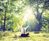 Negócio de relaxamento que trabalha o conceito verde exterior da natureza Imagens de Stock Royalty Free