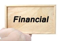 Negócio e conceito financeiro mão que mantém a madeira lisa com palavra financeira Imagem de Stock