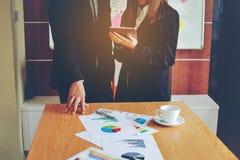 Negócio e reuniões e unidade do trabalho Para trabalhar eficazmente o teamwo fotos de stock