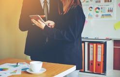 Negócio e reuniões e unidade do trabalho Para trabalhar eficazmente o teamwo imagens de stock royalty free