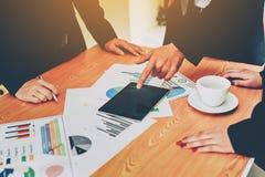 Negócio e reuniões e unidade do trabalho Para trabalhar eficazmente o teamwo fotos de stock royalty free