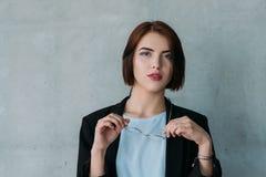 Negócio fêmea do interno incorporado ambicioso imagens de stock