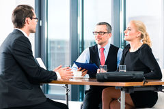 Negócio - Job Interview com candidato e hora Imagens de Stock