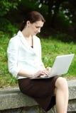 Negócio-mulher nova Fotos de Stock Royalty Free