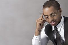 Negócio novo do homem negro que pensa intensamente Fotografia de Stock Royalty Free