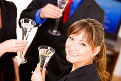 Negócio: O grupo tem Champagne To Celebrate New Success Fotos de Stock Royalty Free