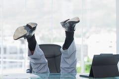 Negócio que obtem a queda louca de sua cadeira de giro Imagens de Stock