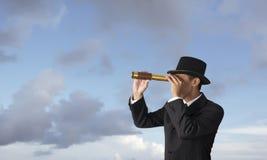 Negócio que olha o telescópio da calha Fotos de Stock