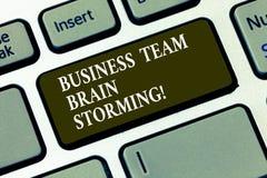 Negócio Team Brain Storming do texto da escrita Chave de teclado da reunião de funcionamento do grupo incorporado do trabalho da  ilustração do vetor