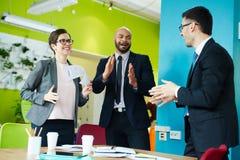 Negócio Team Celebrating Successful Deal imagens de stock royalty free