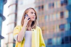 Negócio, tecnologia e conceito dos povos - mulher de negócios séria Imagens de Stock Royalty Free