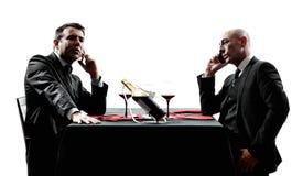 Negócio usando silhuetas do jantar dos smartphones Imagem de Stock