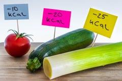Negatief-calorieënvoedsel; preien, courgette en tomaat Stock Afbeeldingen