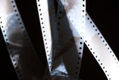 Negativ film i mörkret 35mm film arkivfoto