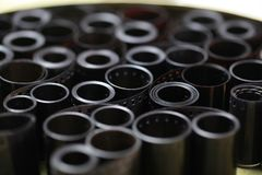 Negativas del archivo de la película en una poder redonda del metal Foto de archivo