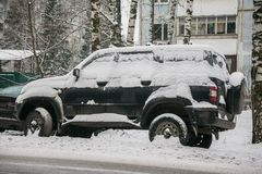 The car, covered with thick layer of snow, in the yard of residential house in provilcial town. royalty free stock photos