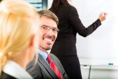 Negócio - os empresários têm a reunião da equipe Imagem de Stock