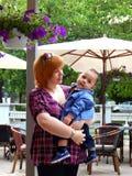 Negen-maand-oude jongen met moeder Royalty-vrije Stock Afbeeldingen