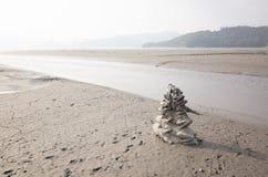 Negen stapels van het Kikkerstandbeeld in het Meer van de Zonmaan stock foto's