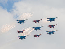 Negen vechters su-27 en gemaakte mig-29 feyervek Stock Afbeelding