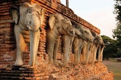 Negenendertig steenolifanten, Shukhothai, Thailand Royalty-vrije Stock Afbeeldingen