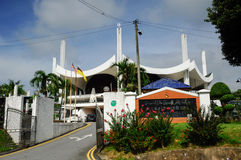Negeri Sembilan State Mosque in Negeri Sembilan, Malaysia. SEREMBAN, MALAYSIA – FEBRUARY 14, 2014:  Negeri Sembilan's state mosque. It is located near the lake Royalty Free Stock Image