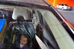 Negligencia de niño - golpe de calor Fotos de archivo