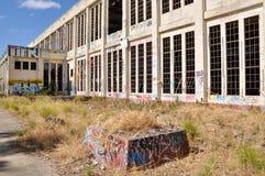 Negligenciado e abandonado: Casa velha do poder Imagem de Stock