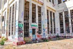 Negligenciado e marcado: Casa velha do poder imagem de stock royalty free