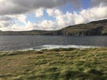 Negligenciando o mar na cabeça de Muckross Fotos de Stock