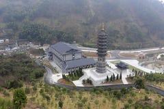 Negligenciando o pagode do templo do xuedousi, adôbe rgb Imagens de Stock