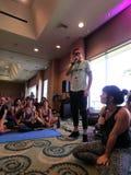 Negociações do iogue de MC à classe da ioga do desejo por viajar imagens de stock royalty free