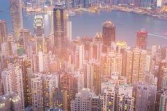 Negocio central del edificio alto de Hong Kong de la opinión aérea de la noche céntrico foto de archivo