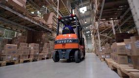 Negocio de la logística y la instalación de envío con metrajes