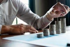 Negocio de la moneda del s?mbolo, finanzas, crecimiento financiero, inversi?n que consulta, finanzas, inversi?n, negocio, trabajo imagen de archivo libre de regalías