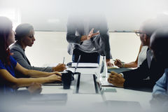 Negocio de lanzamiento Team Brainstorming en taller de la reunión imagen de archivo libre de regalías