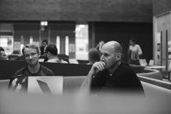 Negocio de lanzamiento Team Brainstorming en taller de la reunión foto de archivo