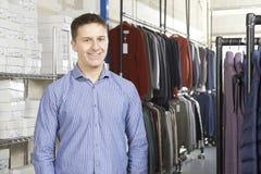 Negocio de moda de Running On Line del hombre de negocios Fotos de archivo libres de regalías