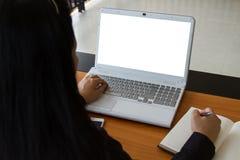 Negocio de trabajo independiente adolescente en el ordenador portátil Fotografía de archivo