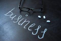 Negocio en la pizarra Escrito la palabra en el tablero Fotografía de archivo libre de regalías
